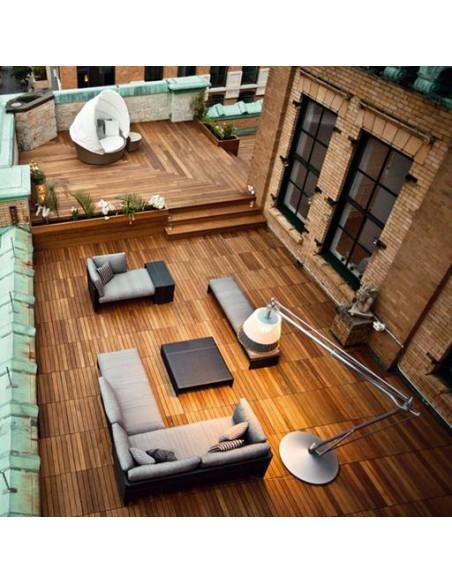 Lampadaire Superarchimoon outdoor sur terrasse en PVC tressé bicolore Panama de flos par Philippe Starck chez Valente Design