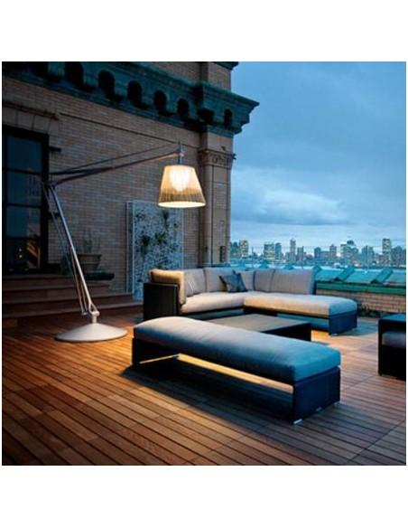 Lampadaire Superarchimoon Outdoor terrasse réalisé en fils de PVC tressé bicolore version Panama de flos