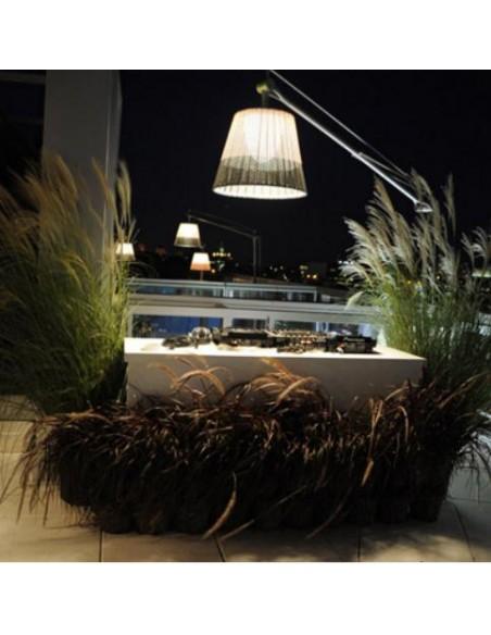 Lampadaire Superarchimoon d'extérieur et son abat-jour bicolore par Flos du designer Philippe Starck chez Valente Design
