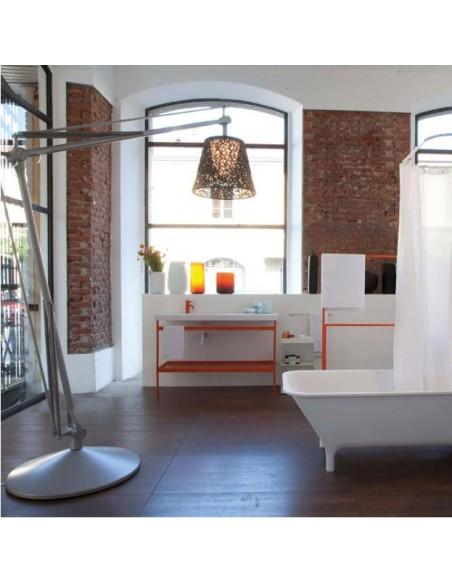 Éclairage avec lampadaire Superarchimoon de couleur noir de Philippe Starck pour flos chez Valente Design
