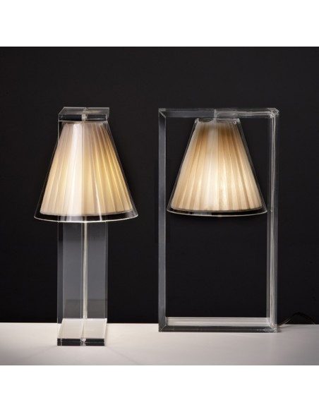 Lampe de table Light Air beige pour la marque Kartell