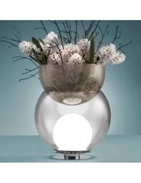 Lampe de table Giova grand modèle FontanaArte mise en scène