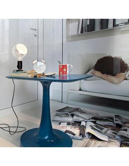 Lampe de table Lampadina noire de flos mise en scène