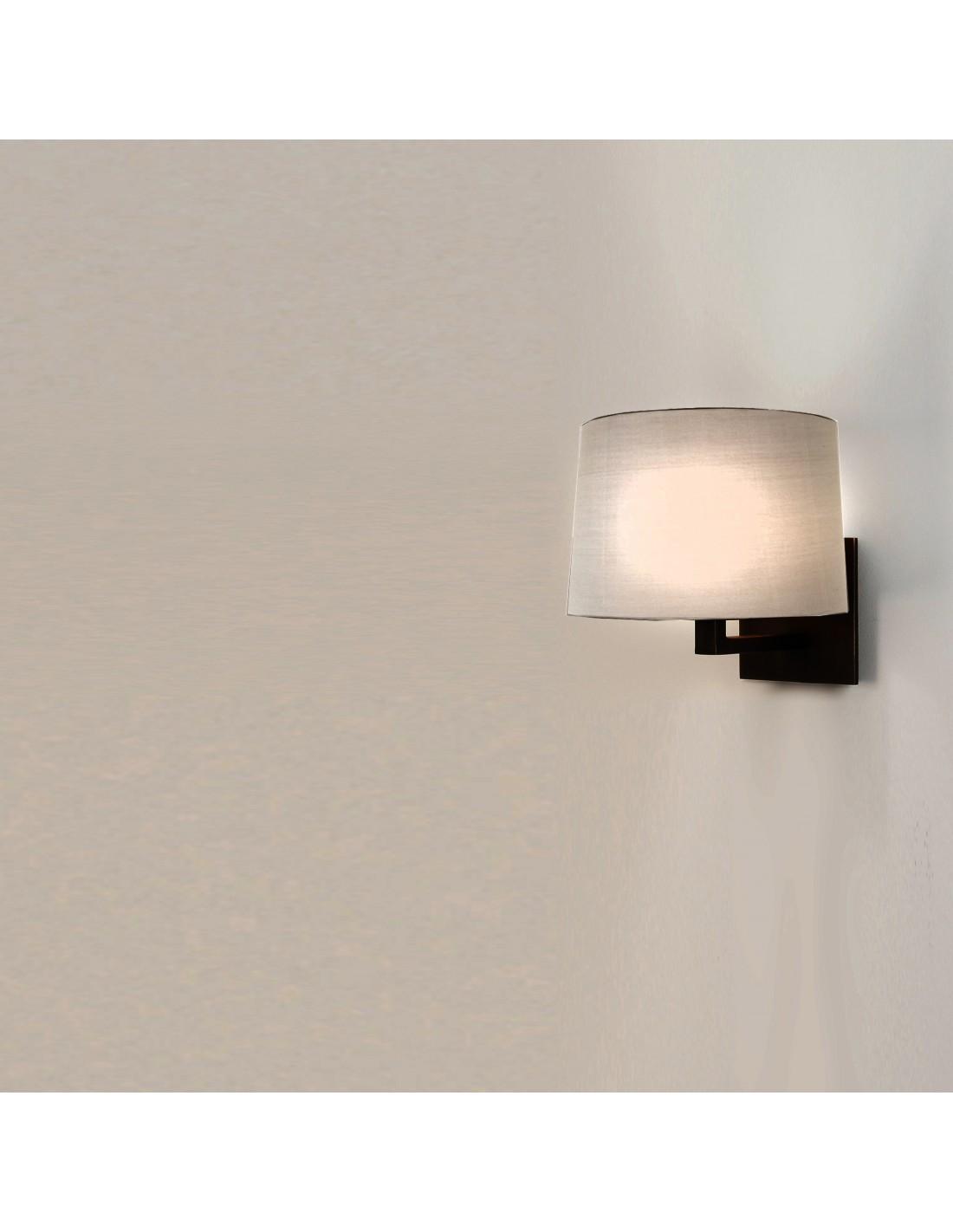 applique mural azumi bronze abat jour rond tissu hu tre astro lighting mise en sc ne. Black Bedroom Furniture Sets. Home Design Ideas