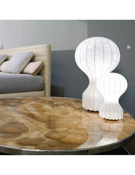 Lampe de bureau Gatto mise en scène de flos