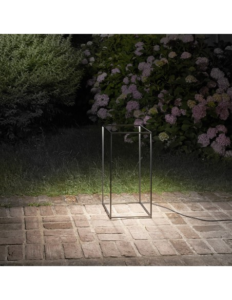 lampe de table  mise en scène out door de flos